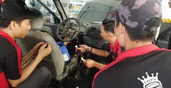 Dạy lắp DVD ô tô thực tế, chuyên nghiệp học cầm tay chỉ việc