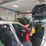 Mách nước mẹo chăm sóc nội thất ô tô vệ sinh xe hơi đơn giản